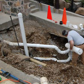 Trenchless sewer pipe lining