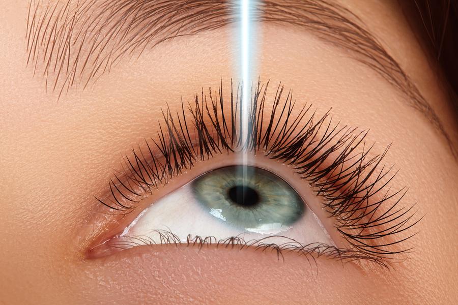 LASIK eye doctor